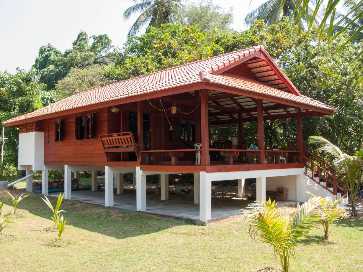 Vacation Home Designs บ้านยกพื้นครึ่งปูนครึ่งไม้ดีไซน์ชนบท พักผ่อนสบายๆ